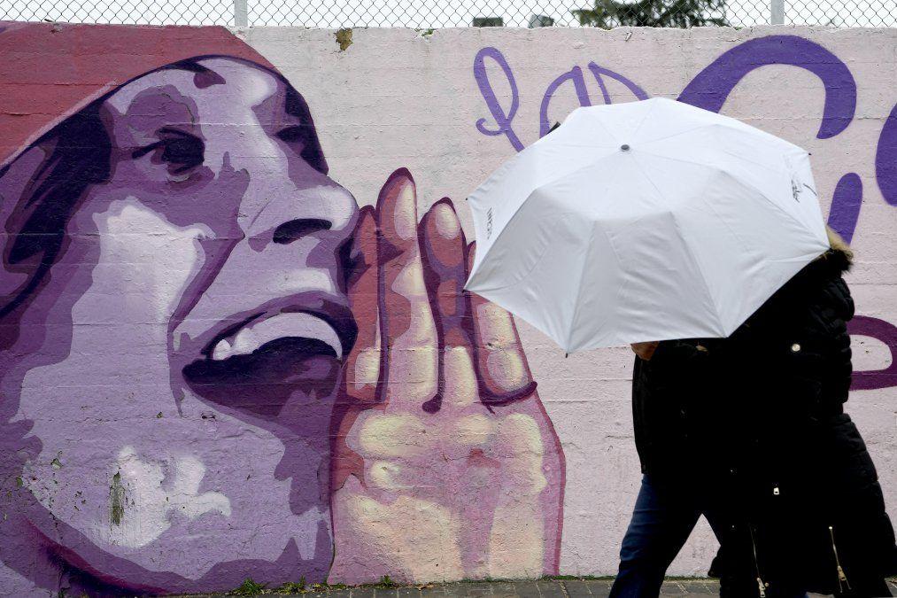 Mural en el barrio La Concepción en Madrid representa a la escritora rusa Lilya Brik y otras quince destacadas mujeres. Fue cuestionado por el partido Vox con el argumento de tener un mensaje político. Finalmente permaneció tras una segunda votación con el concejo