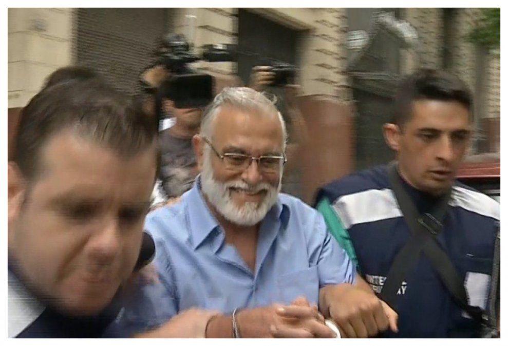 Miguel Sofía sale custodiado del juzgado en 2020.