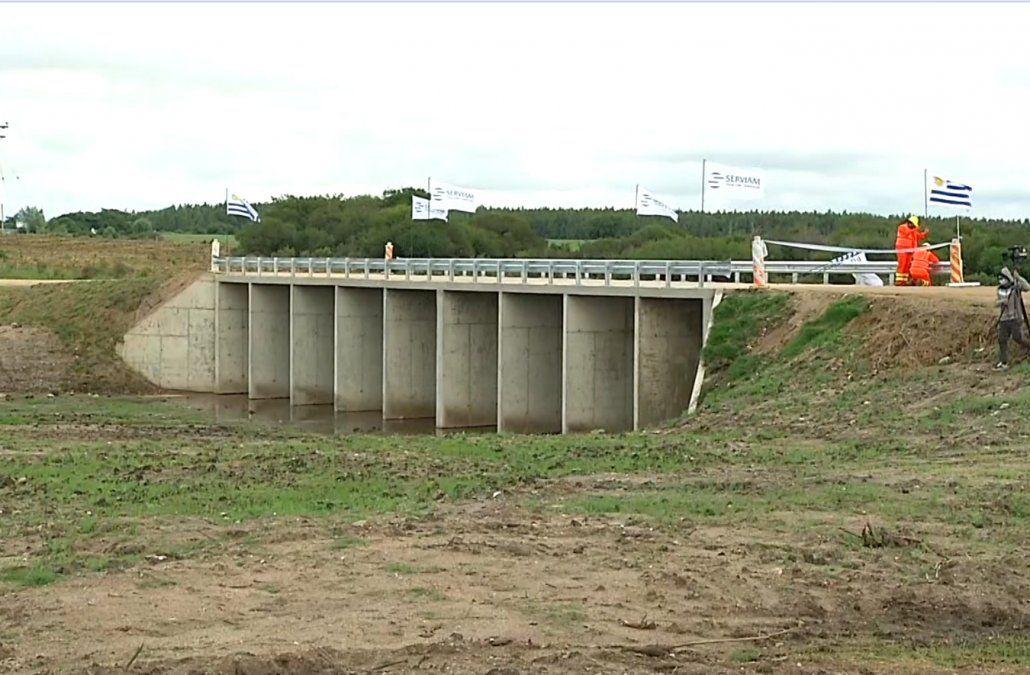 Presidente inauguró puente en Soriano: a los vecinos les va a cambiar la vida