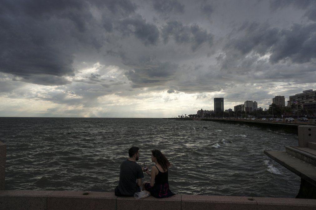 Lunes con aumento de nubosidad y probables lluvias escasas