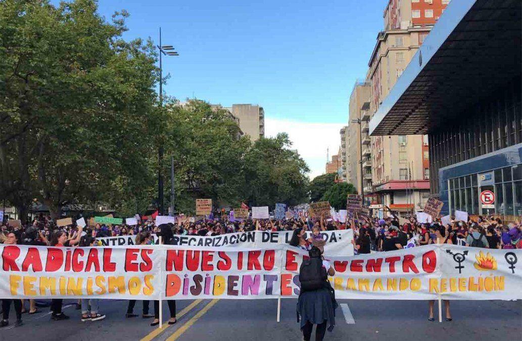 8 de marzo: colectivos feministas marcharon por l18 de Julio