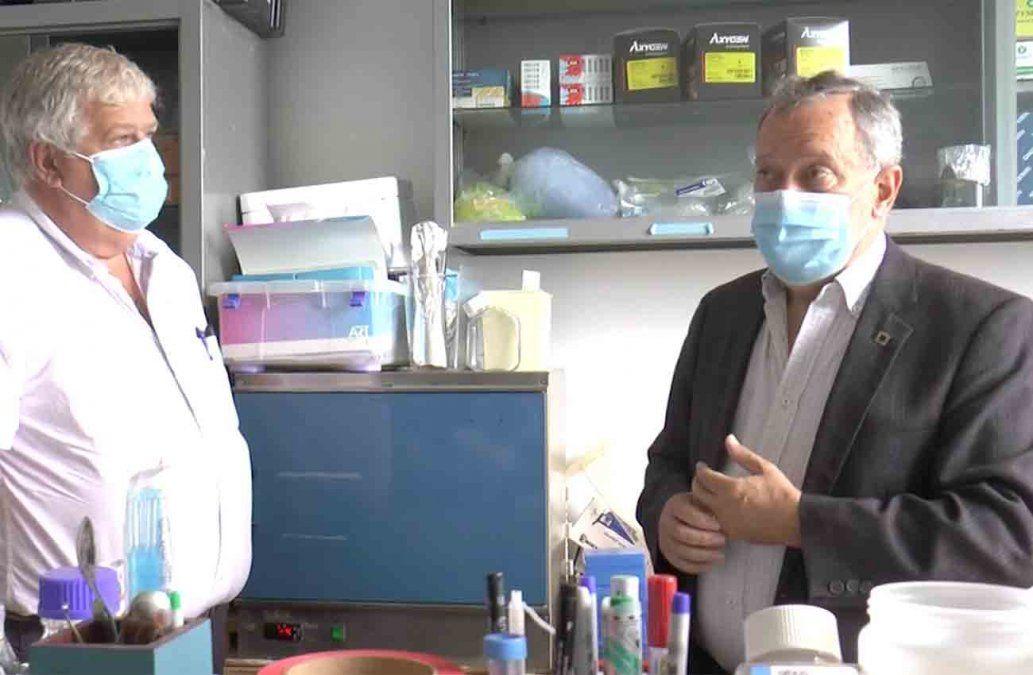 Virólogo Juan Cristina aseguró que las vacunas son los medicamentos más controlados
