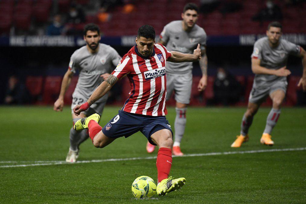 Luis Suárez anotó para el Atlético y llegó a su gol número 499