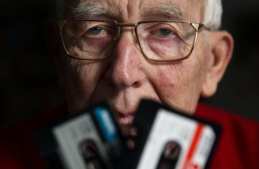 A los 94 años murió Lou Ottens, el creador del casete
