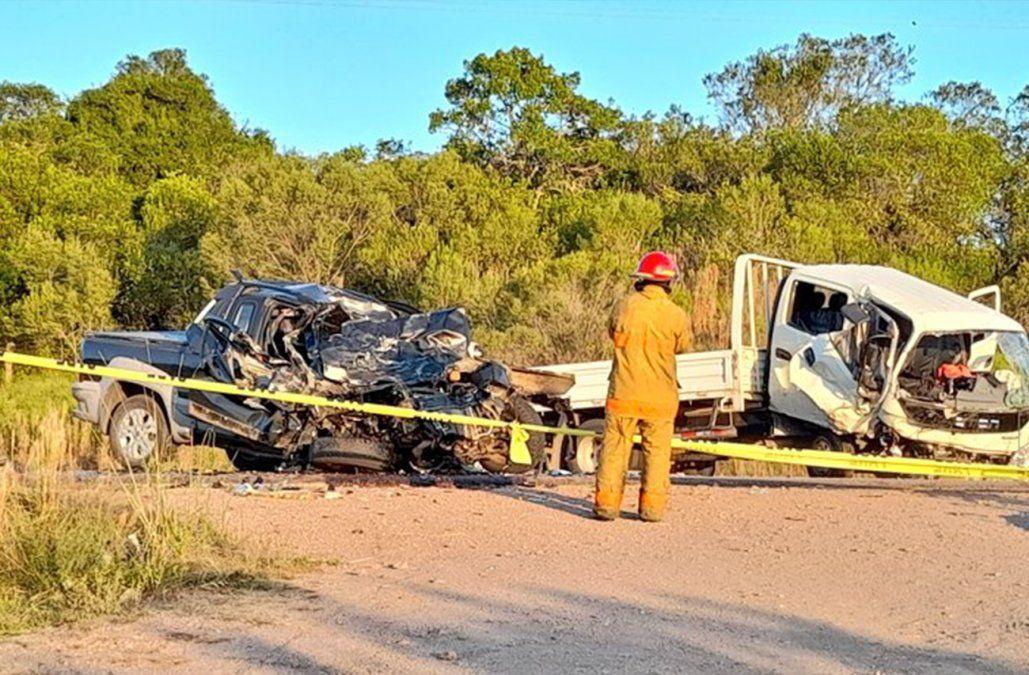 Un hombre y una mujer murieron en choque frontal de una camioneta con un camión