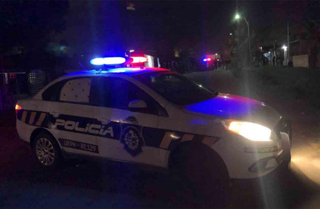 Balearon en la cabeza a una mujer policía y le robaron el arma de reglamento