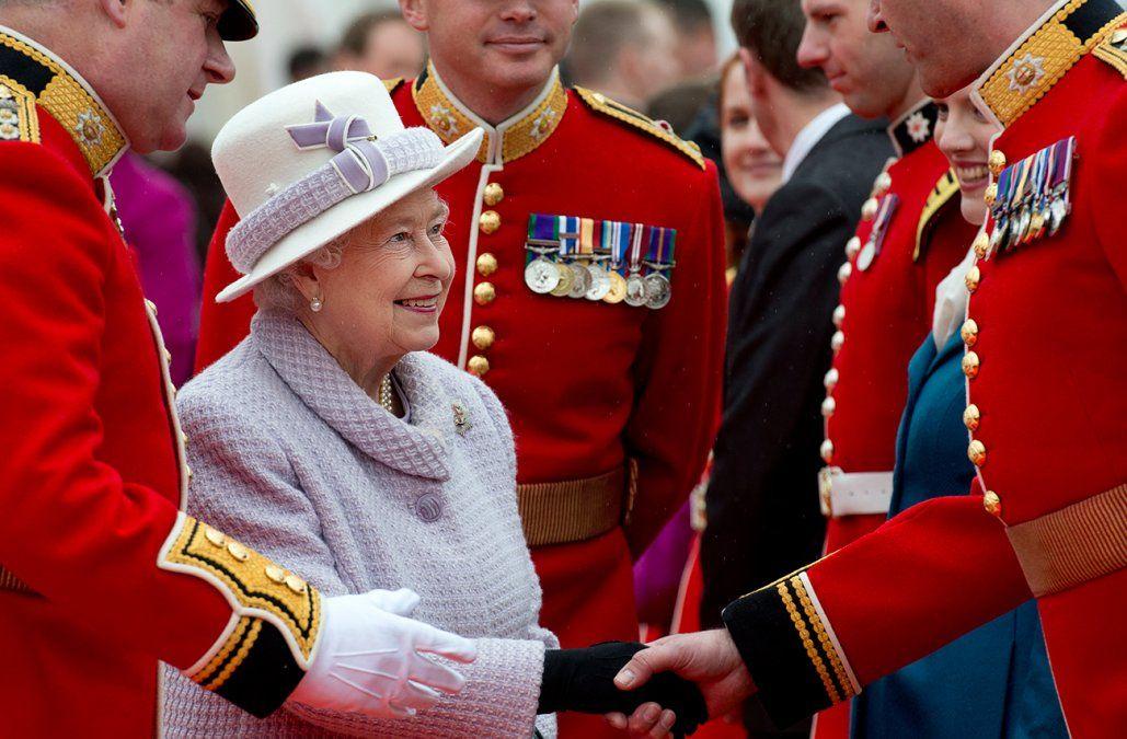 Anulan por segundo año el desfile militar del cumpleaños de la reina Isabel II