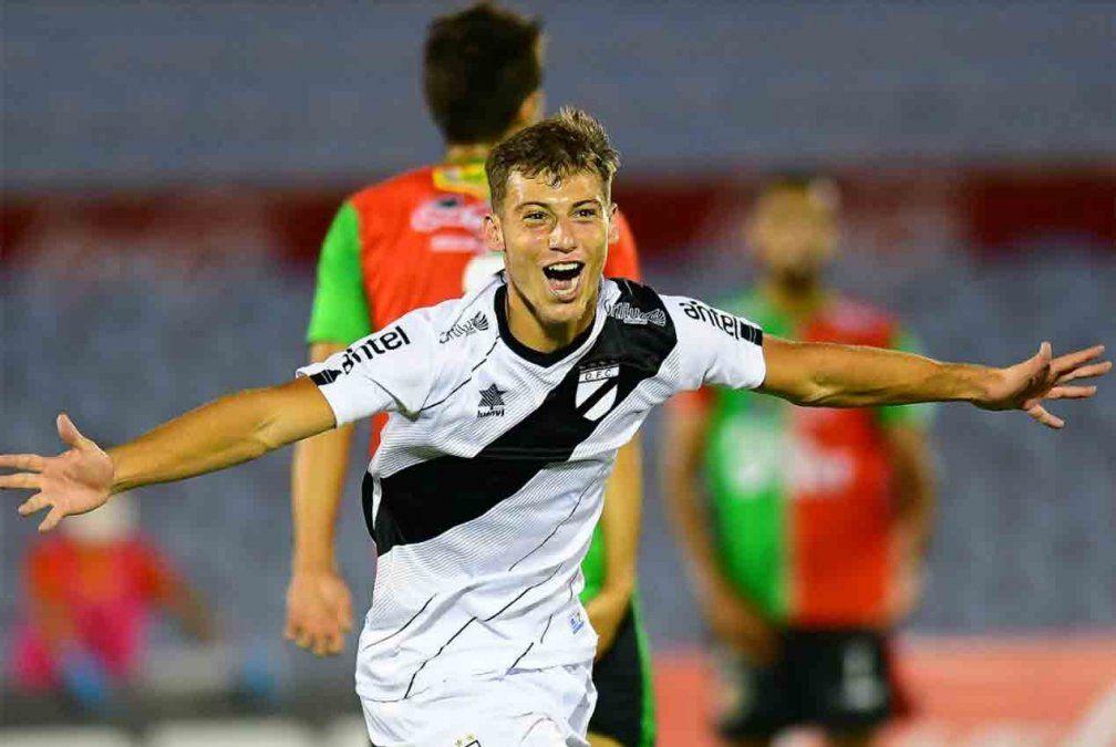 Con tres goles de Nicolás Siri, Danubio le ganó a Boston River