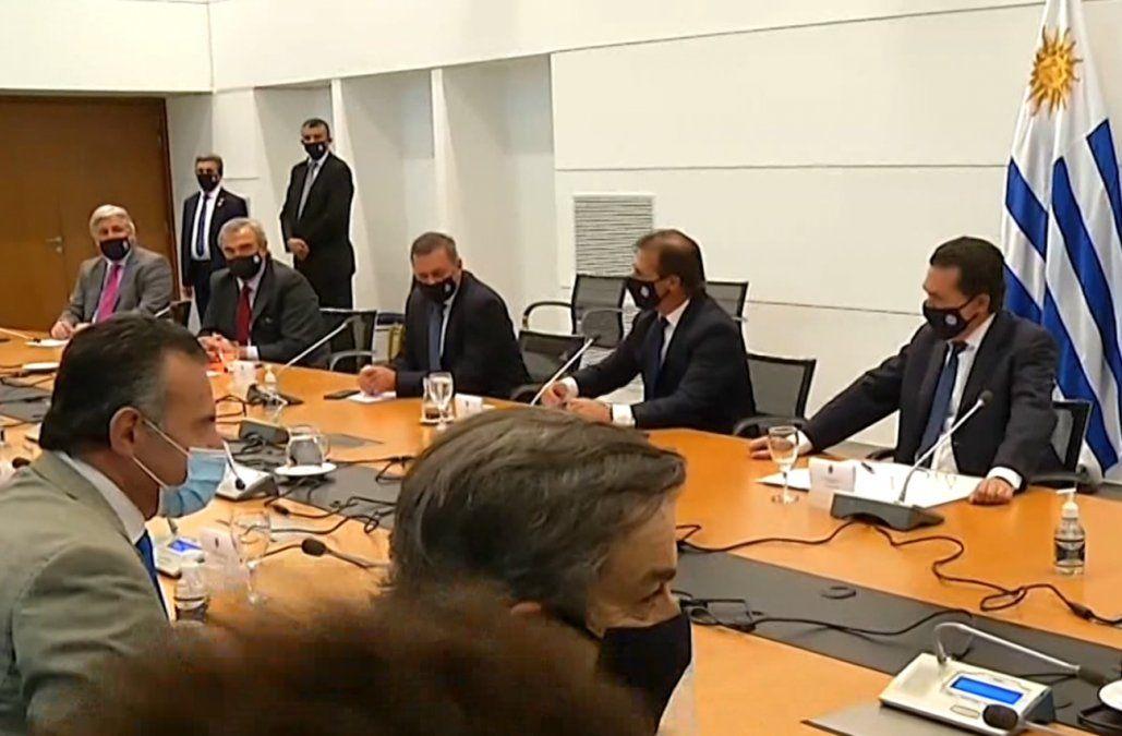 Lacalle y ministros analizan restringir movilidad por pico de Covid