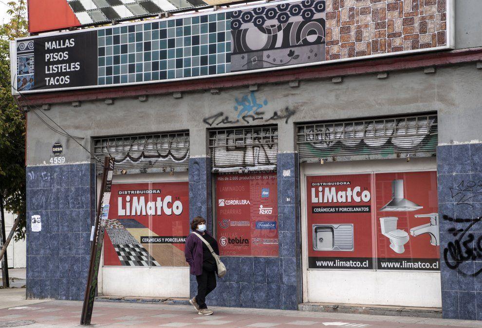 Chile supera por primera vez los 7.000 casos nuevos de covid-19 en un día y confina a 9 millones de personas
