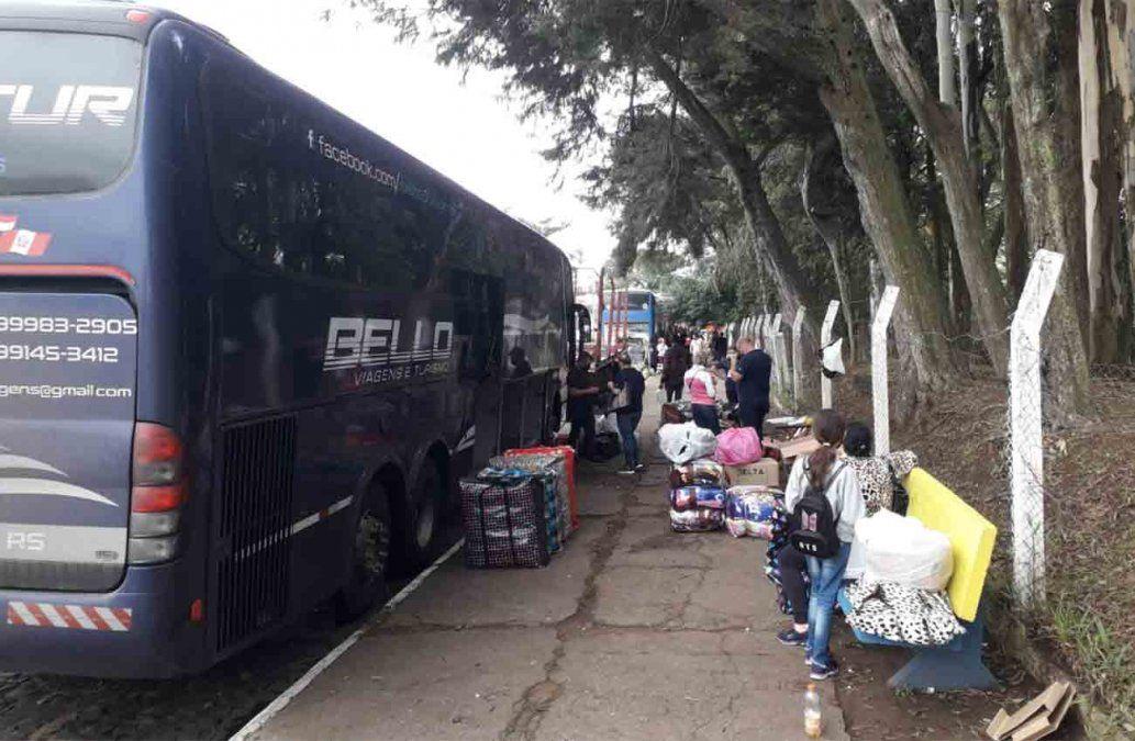 Siete ómnibus procedentes de Río Grande del Sur llegaron hoy a Rivera