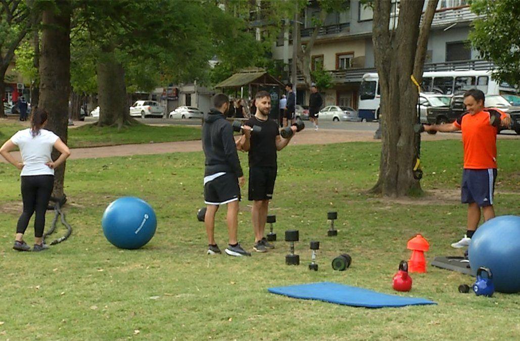 Los grupos de entrenamiento y los gimnasios al aire libre están prohibidos