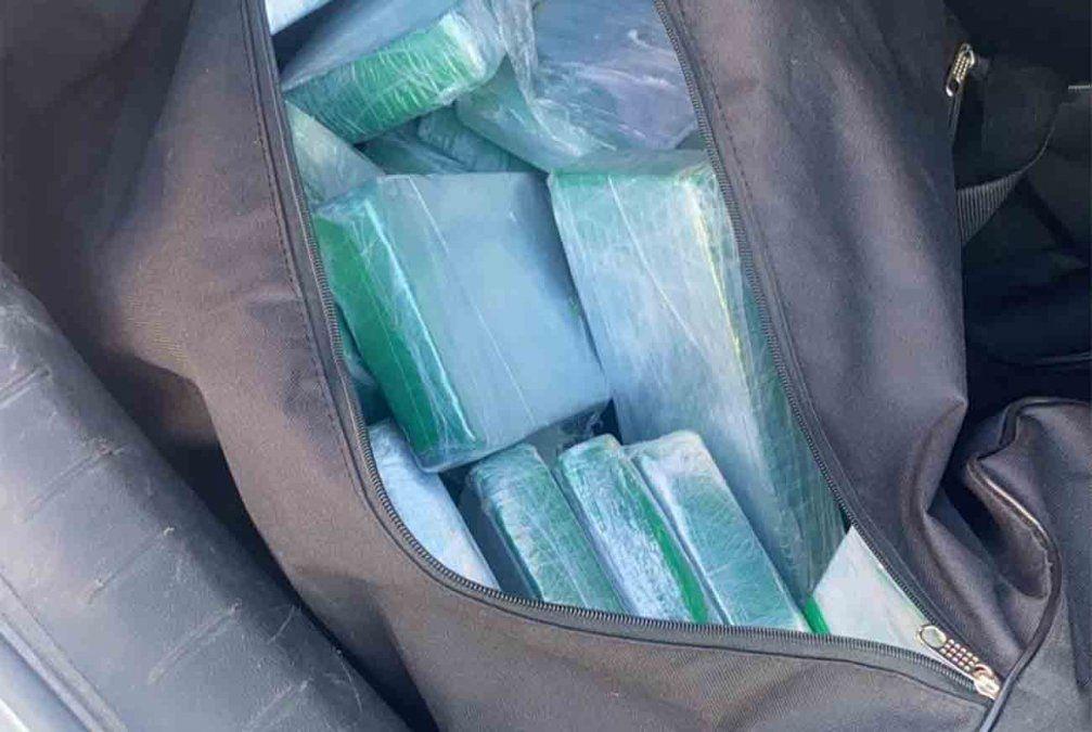 Policía incautó más de 50 kilos de cocaína en un control de rutina