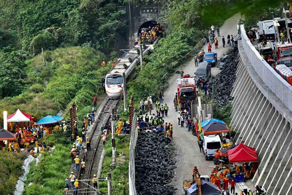 Al menos 48 personas mueren en un accidente de tren en Taiwán