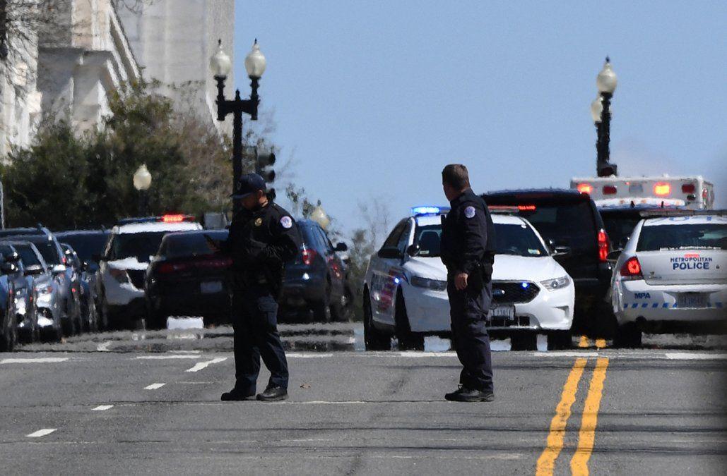 Un policía muerto y otro herido cerca del Capitolio tras ser atropellados por un conductor