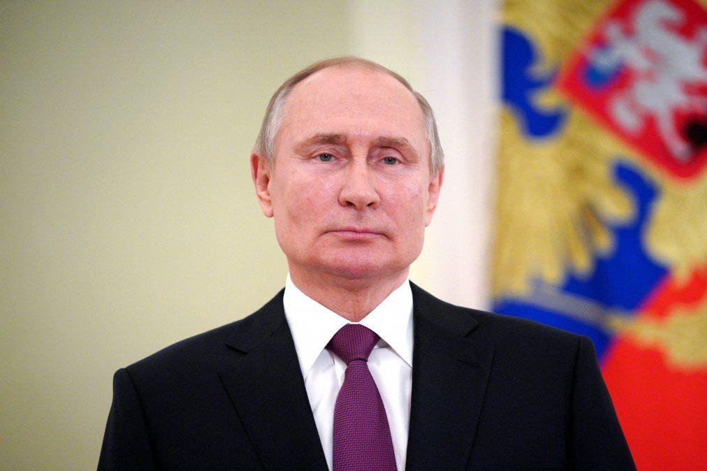 Putin firma ley que le permite presentarse a dos nuevos mandatos presidenciales en Rusia