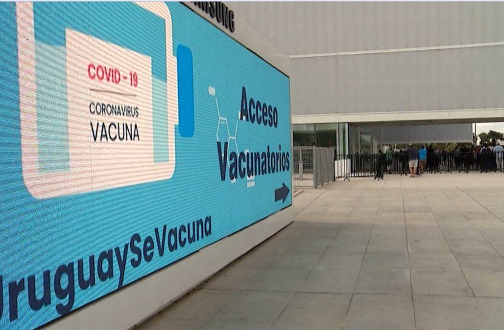 Otra mujer falleció mientras esperaba para vacunarse en el Antel Arena