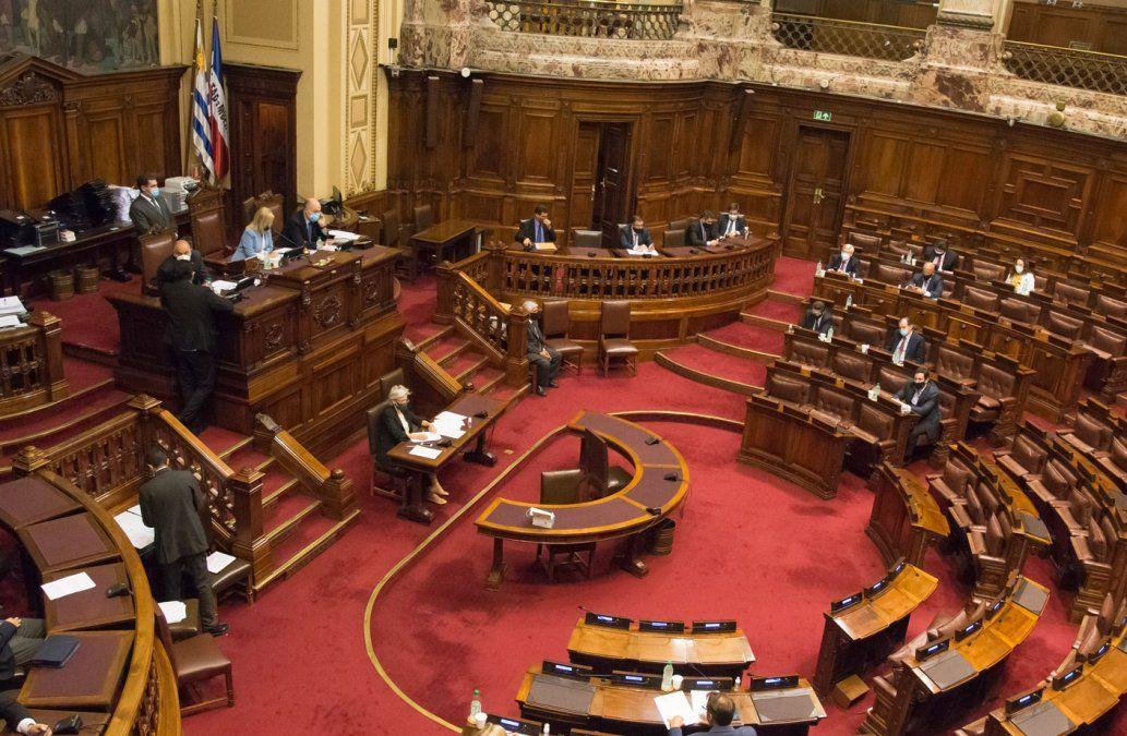 Senado votó el nuevo impuesto Covid a los sueldos públicos y jubilaciones mayores a $120.000
