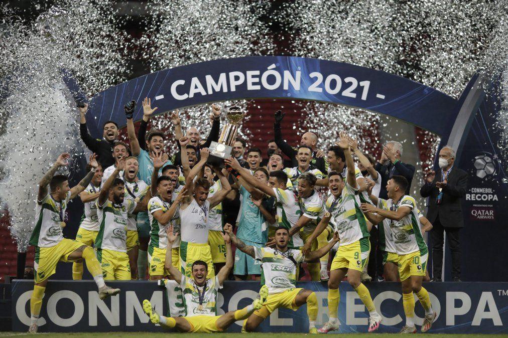 Defensa y Justicia escribe un nuevo capítulo histórico ganando la Recopa Sudamericana 2021