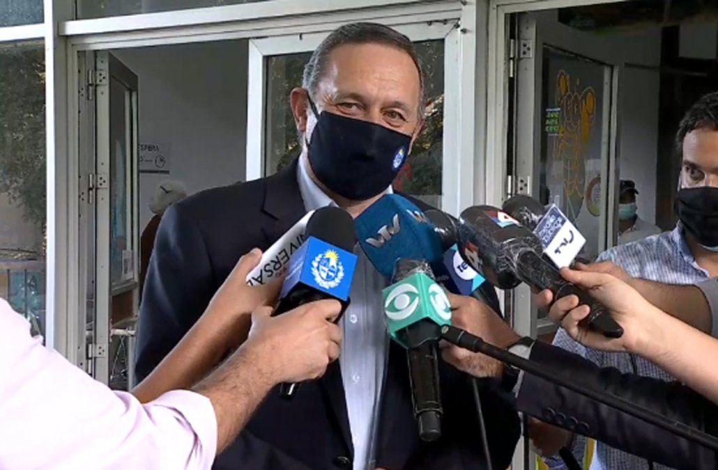 Álvaro Delgado confirmó que Uruguay tendrá 6.300.000 dosis entre Pfizer y Sinovac