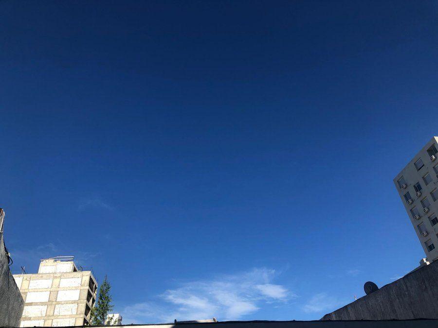 Domingo claro y algo nuboso en todo el país, con temperatura máxima de 26ºC
