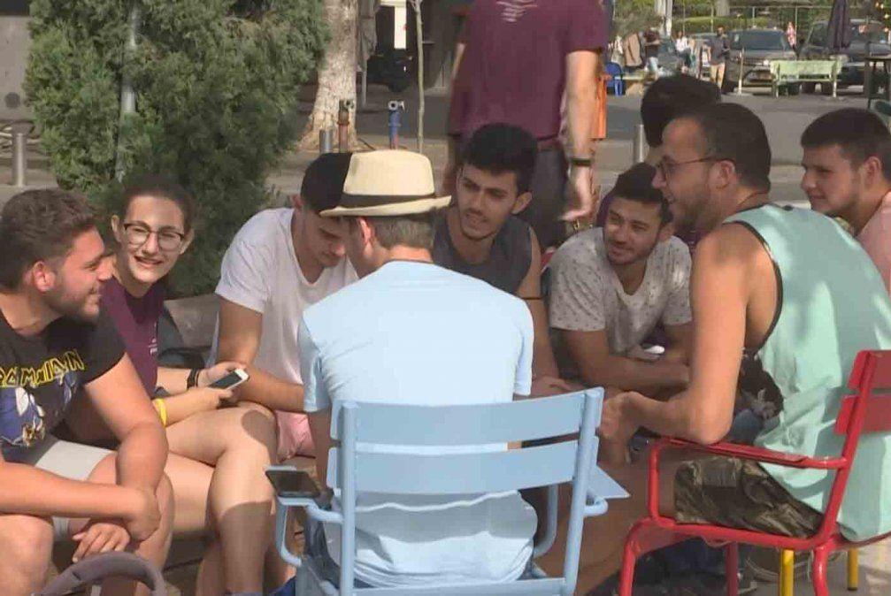 En Israel, los ciudadanos aliviados, salen a la calle sin mascarilla anticovid