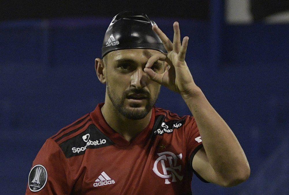 Flamengo vence 3-2 a Vélez con un golazo de De Arrascaeta