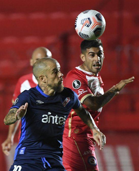 Nacional debutó con derrota 2 a 0 ante Argentinos Juniorsl por el Grupo F de la Libertadores