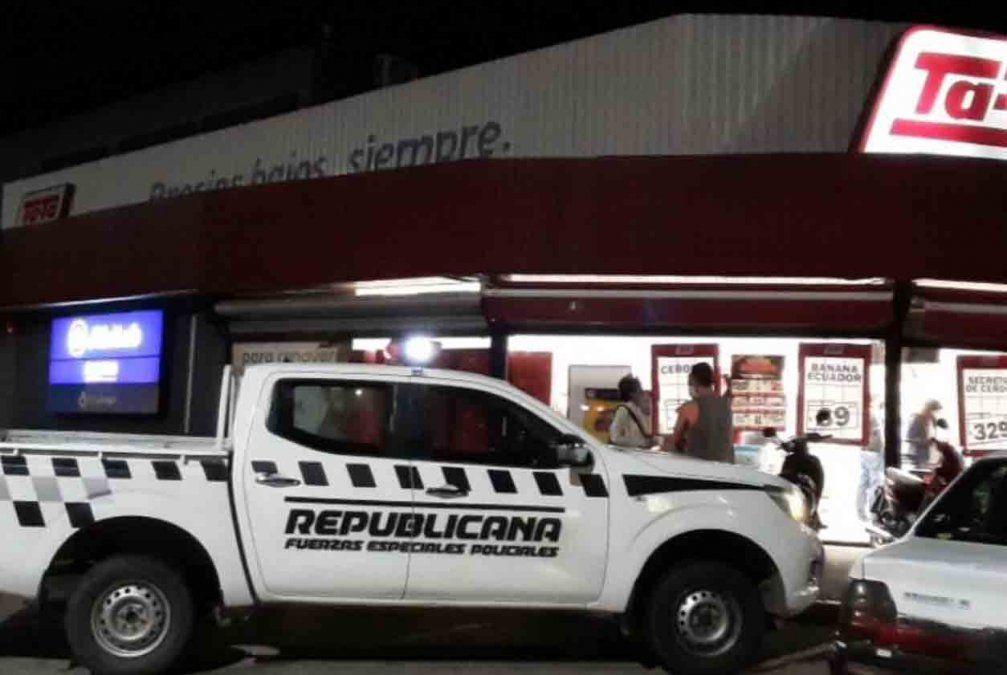 Seis delincuentes armados rapiñaron un local de pagos y huyeron con el dinero