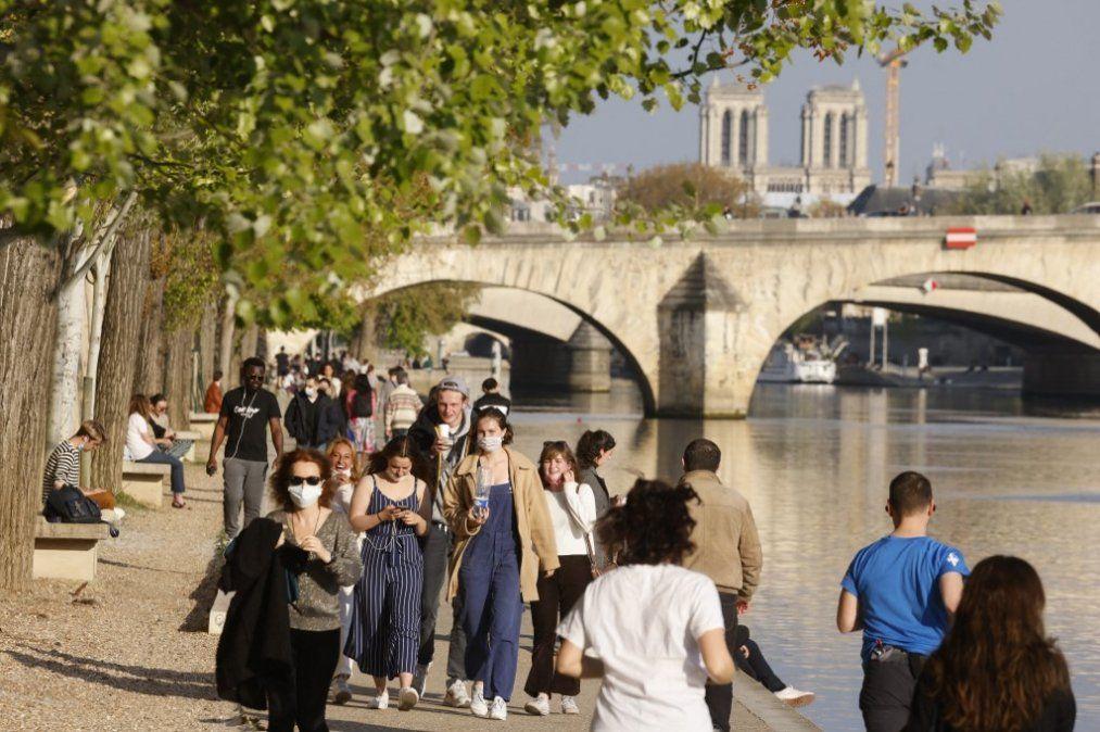 Francia levantará restricciones de circulación el 2 de  mayo