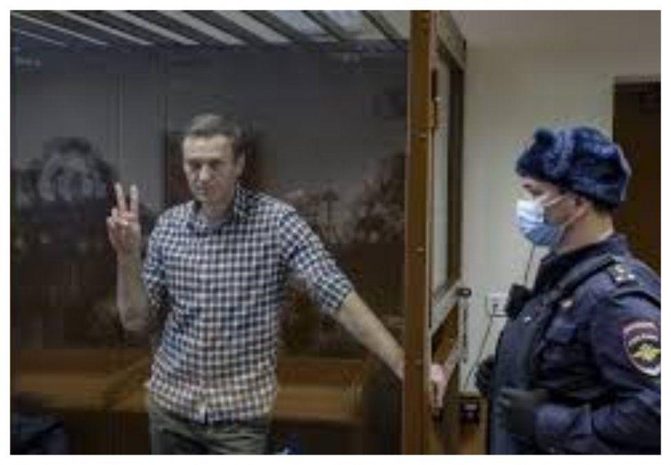 A los 24 días, opositor encarcelado Alexéi Navalni pone fin a huelga de hambre en Rusia