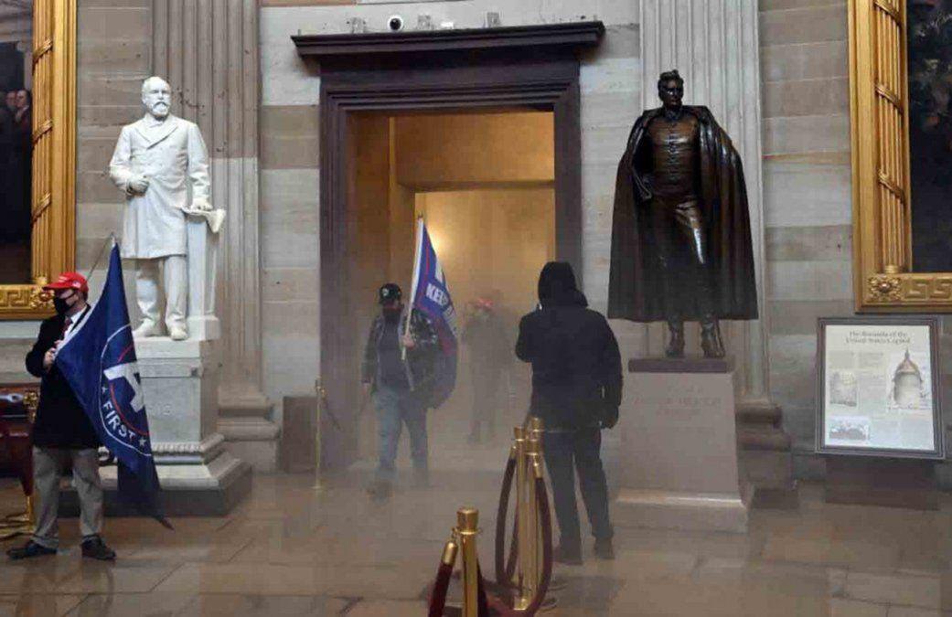 Uno de los atacantes del Capitolio de EEUU es acusado tras alardear en aplicación de citas