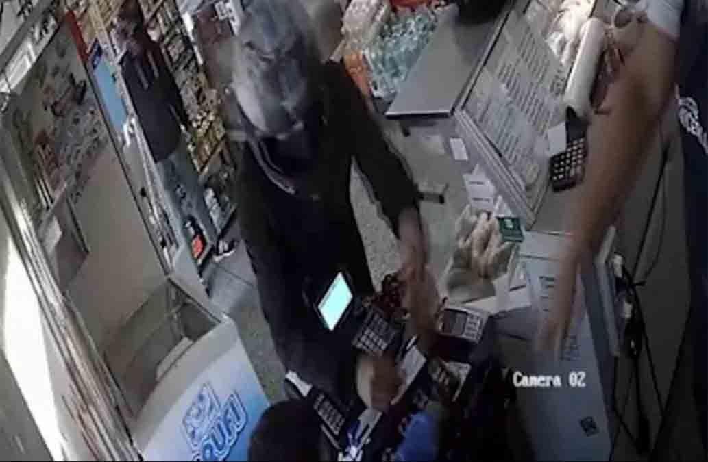 Se entregó junto a su madre el niño que robaba comercios a mano armada