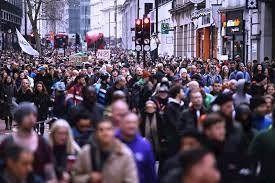 Miles de personas protestan en Londres contra el confinamiento y el pasaporte sanitario