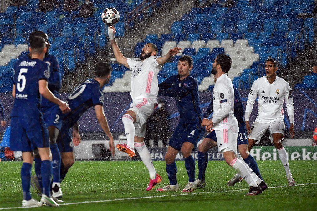 Jugando de local, Real Madrid sobrevive al Chelsea tras empatar 1 a 1 la primera semifinal de Champions