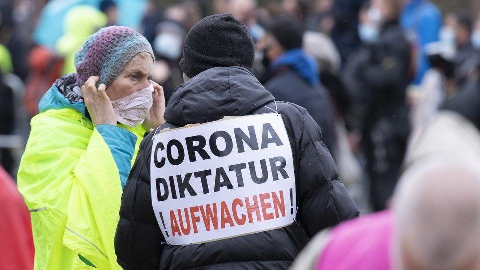 Inteligencia alemana controlará a Pensadores laterales, grupo de escépticos del covid-19