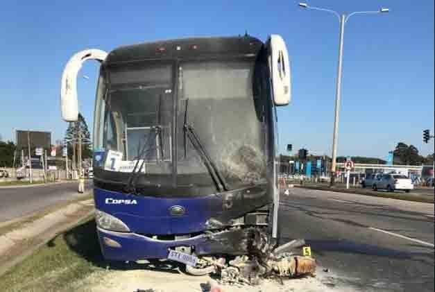 Choque en la Interbalnearia que involucró a un ómnibus dejó un motociclista muerto