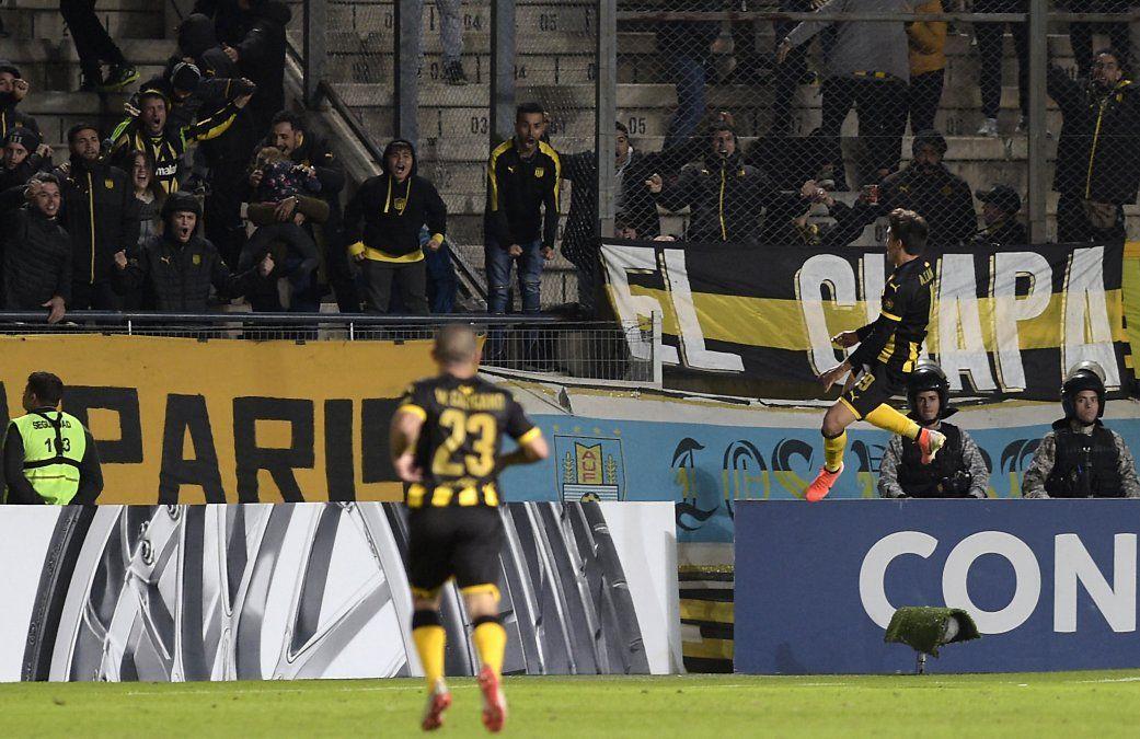 Canobbio celebra el gol ante Huancayo el segundo gol de Agustín Álvarez Martínez tras una habilitación suya. Su regreso a Peñarol no pudo ser mejor