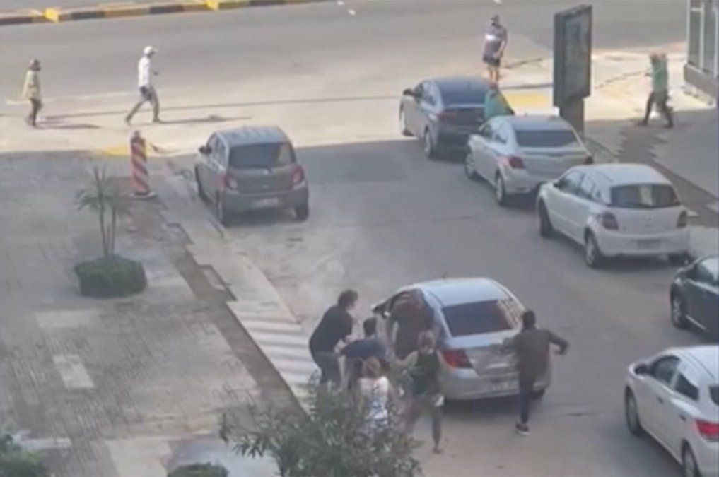 Tres pasajeros permanecen detenidos luego de incidente con chofer de Uber en Pocitos