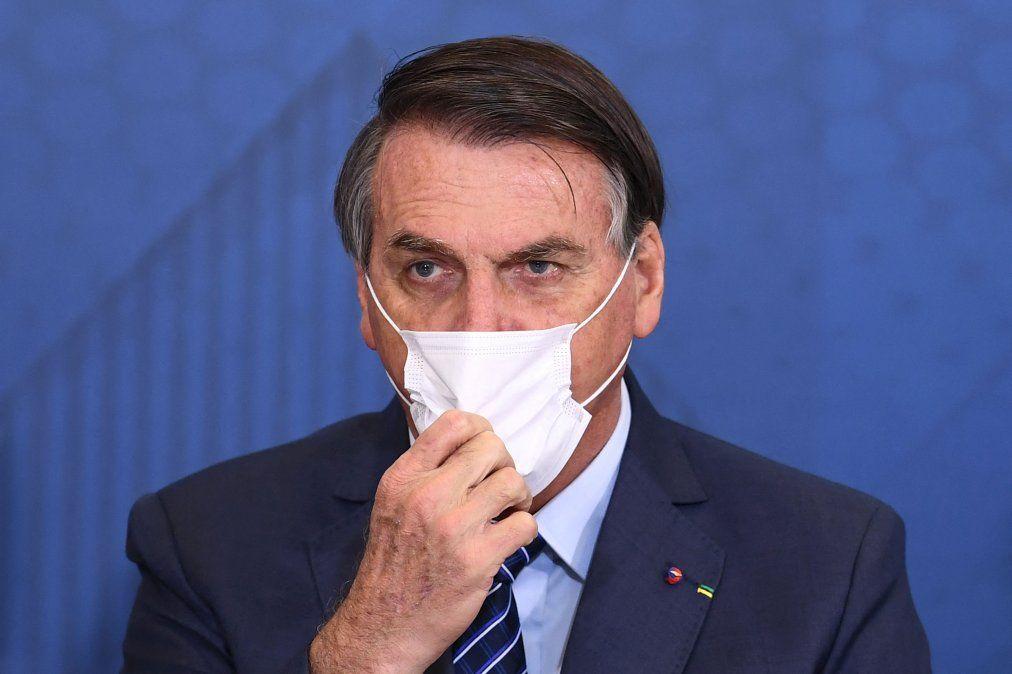Bolsonaro insinúa que China creó la pandemia para lanzar una guerra química