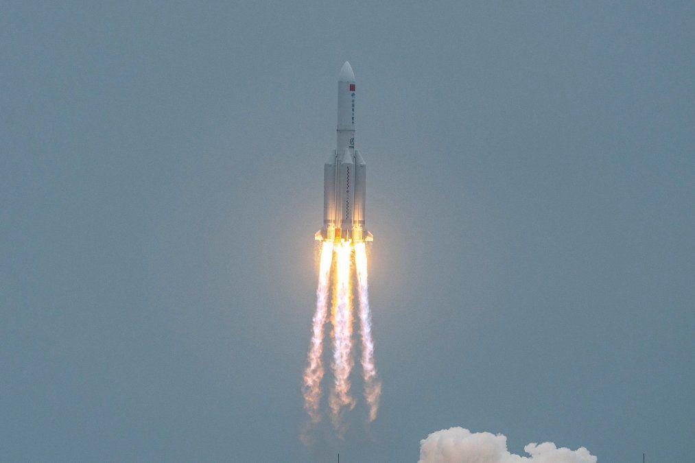 El cohete lleva el nombre Long March (Larga Marcha que recuerda a la revolución maoísta) y partió el 29 de abril