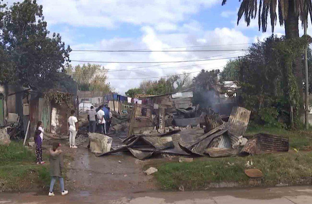 Incendio provocó pérdidas totales en dos viviendas en Piedras Blancas
