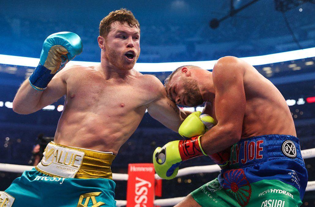 Mexicano Canelo Álvarez doblega a Saunders