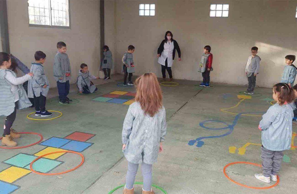 Miles de niños de escuelas rurales y de nivel 5 de todo el país volvieron a clases presenciales
