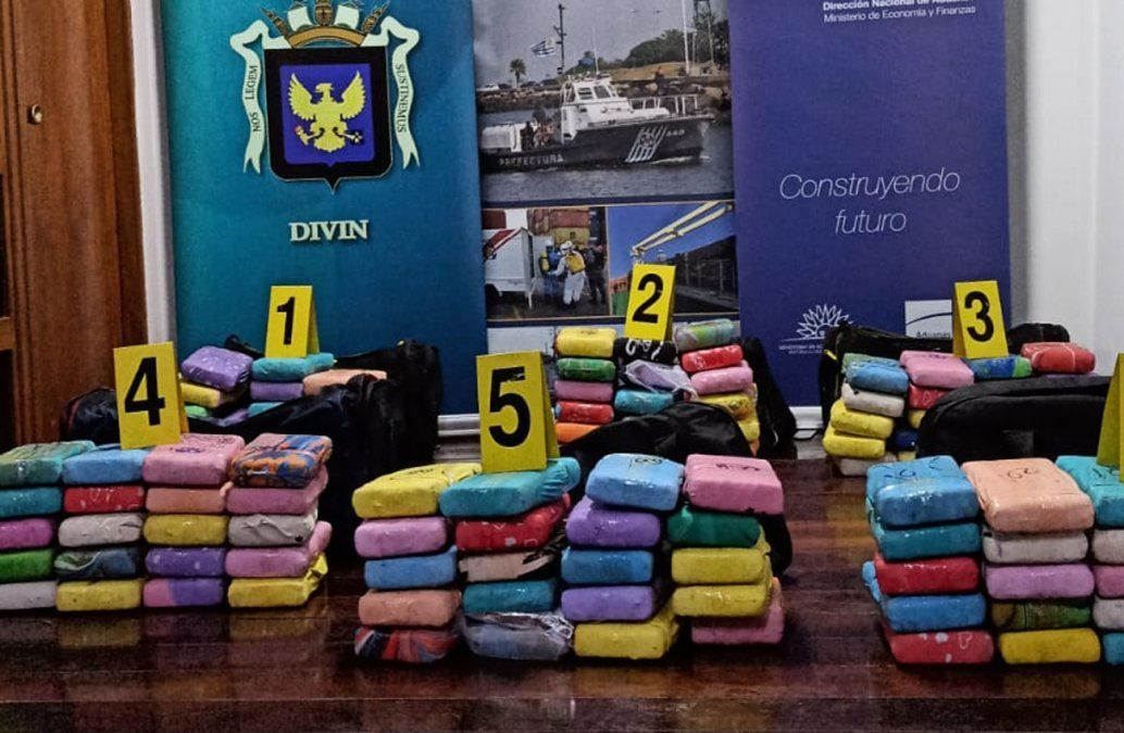 Foto: (Armada Nacional) la droga incautada este martes 11 de mayo en el Puerto de Montevideo.