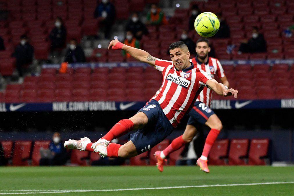 Luis Suárez está con la pólvora mojada pero no cesa en su intento de convertir goles.