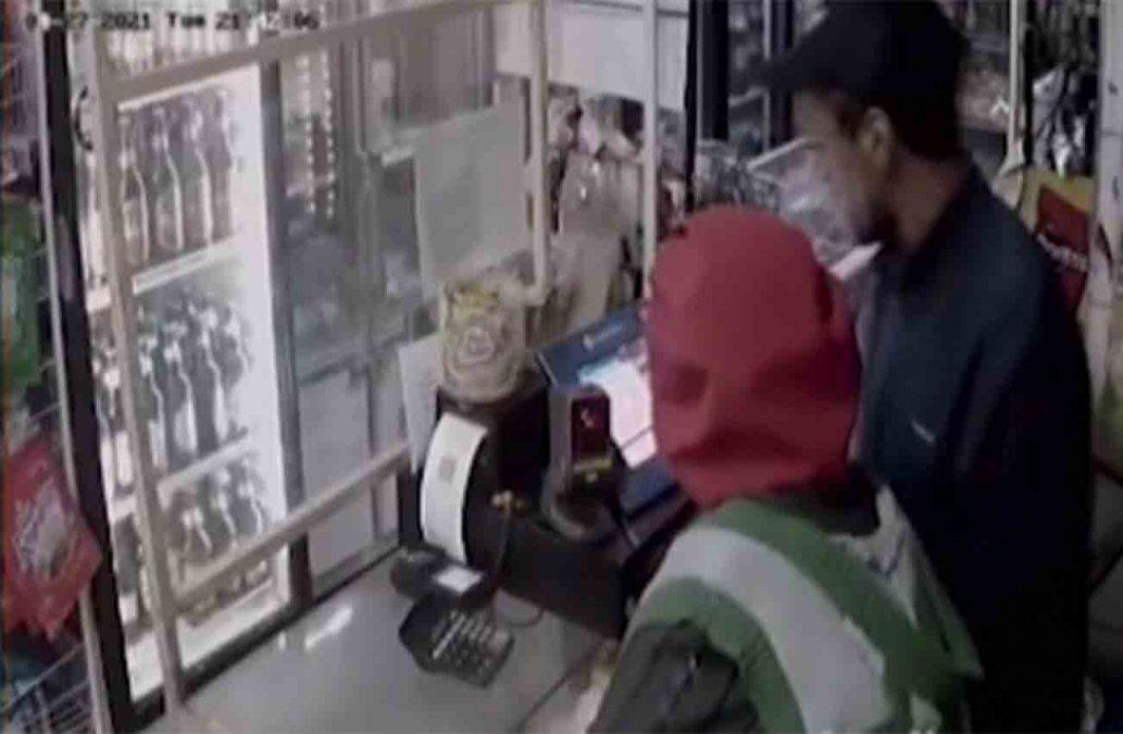 Quedó filmado en robo a panadería: se cortó el pelo y se afeitó pero fue reconocido