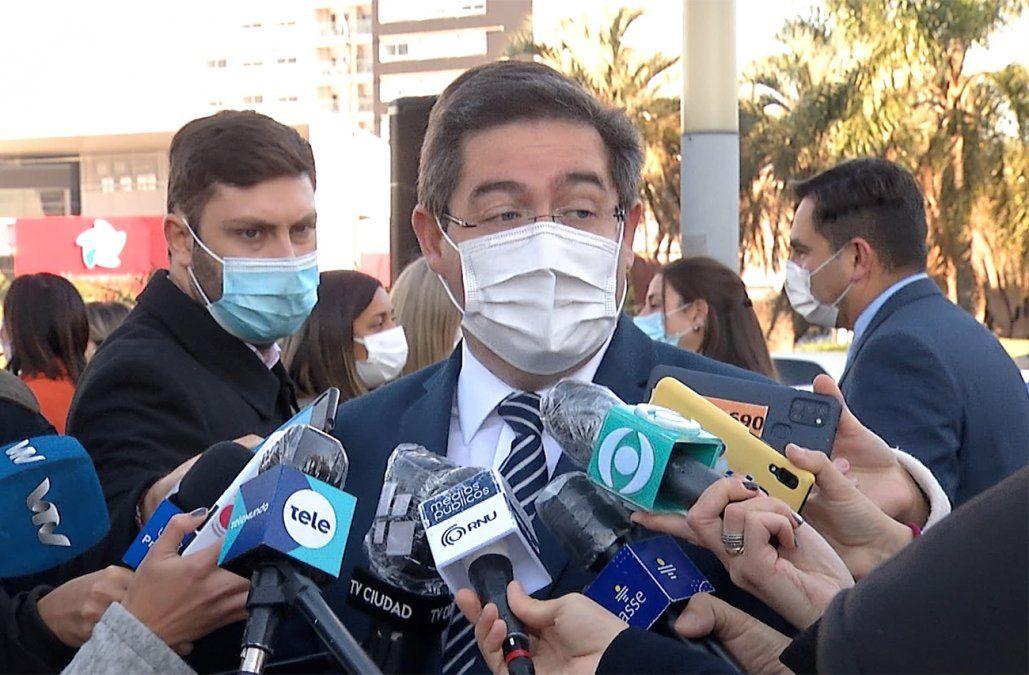 Directora del Hospital de Young negó ejercer presiones para vacunar fuera de agenda
