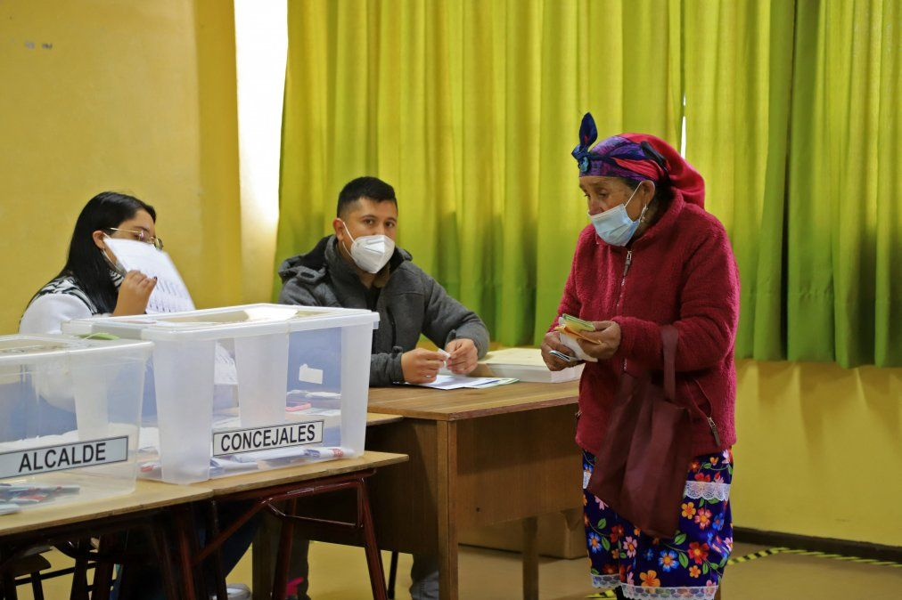 Chile elige miembros de Convención Constitucional que redactarán nueva Constitución