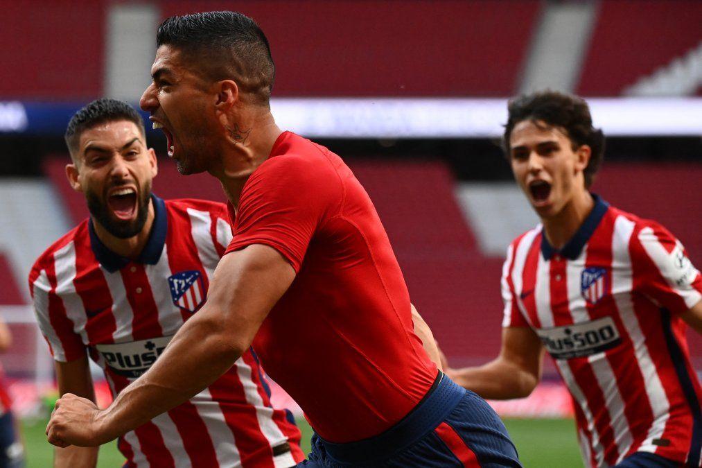 A 2 minutos del final, Suárez hizo el gol que deja al Atlético Madrid en las puertas de la Liga española